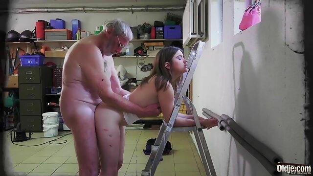 Fumer film porno amateur complet une blonde chaude dans un trio DP béant